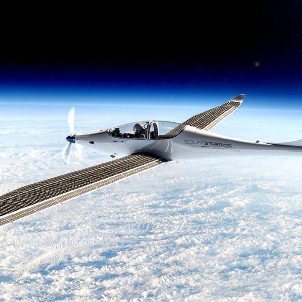 Самолет на солнечных панелях совершит полёт в космос